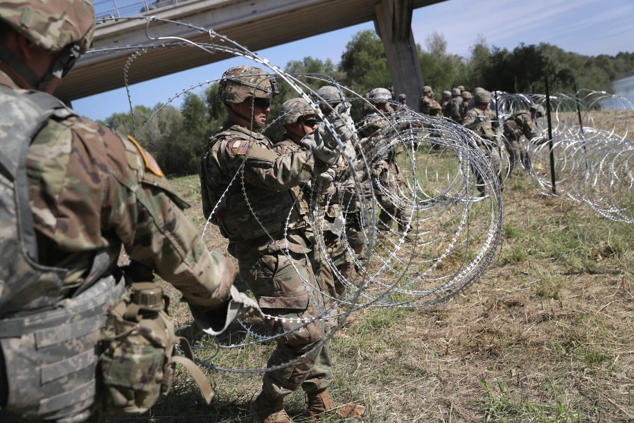 Why we need Trump's wall: Mexican thieves stealing razor wire placed at border by U.S. troops